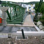 Fußwegbrücke über die Wupper aus alten Schwebebahnelementen